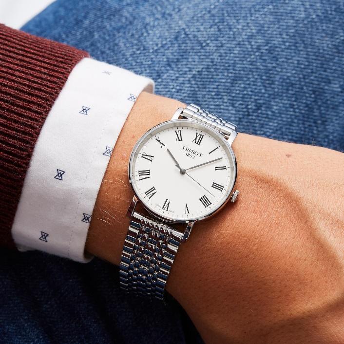 インデックス(文字盤の目盛)がはっきりしていて見やすい配色の時計