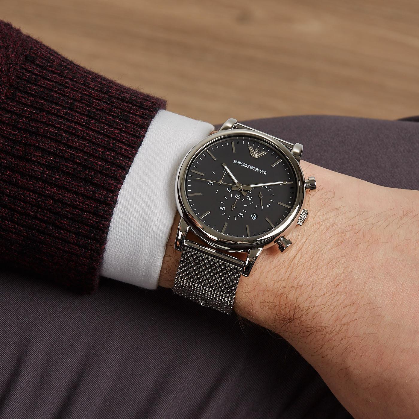 スーツに合わせてのアルマーニ腕時計
