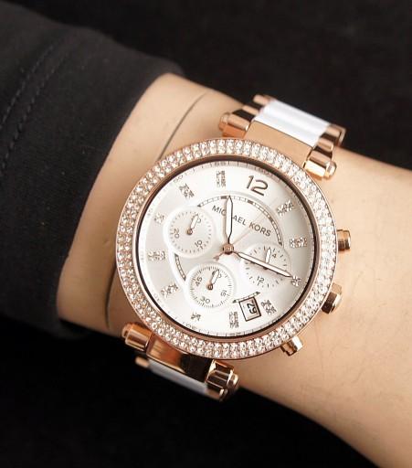 バリバリ仕事で活躍している女性におすすめの腕時計