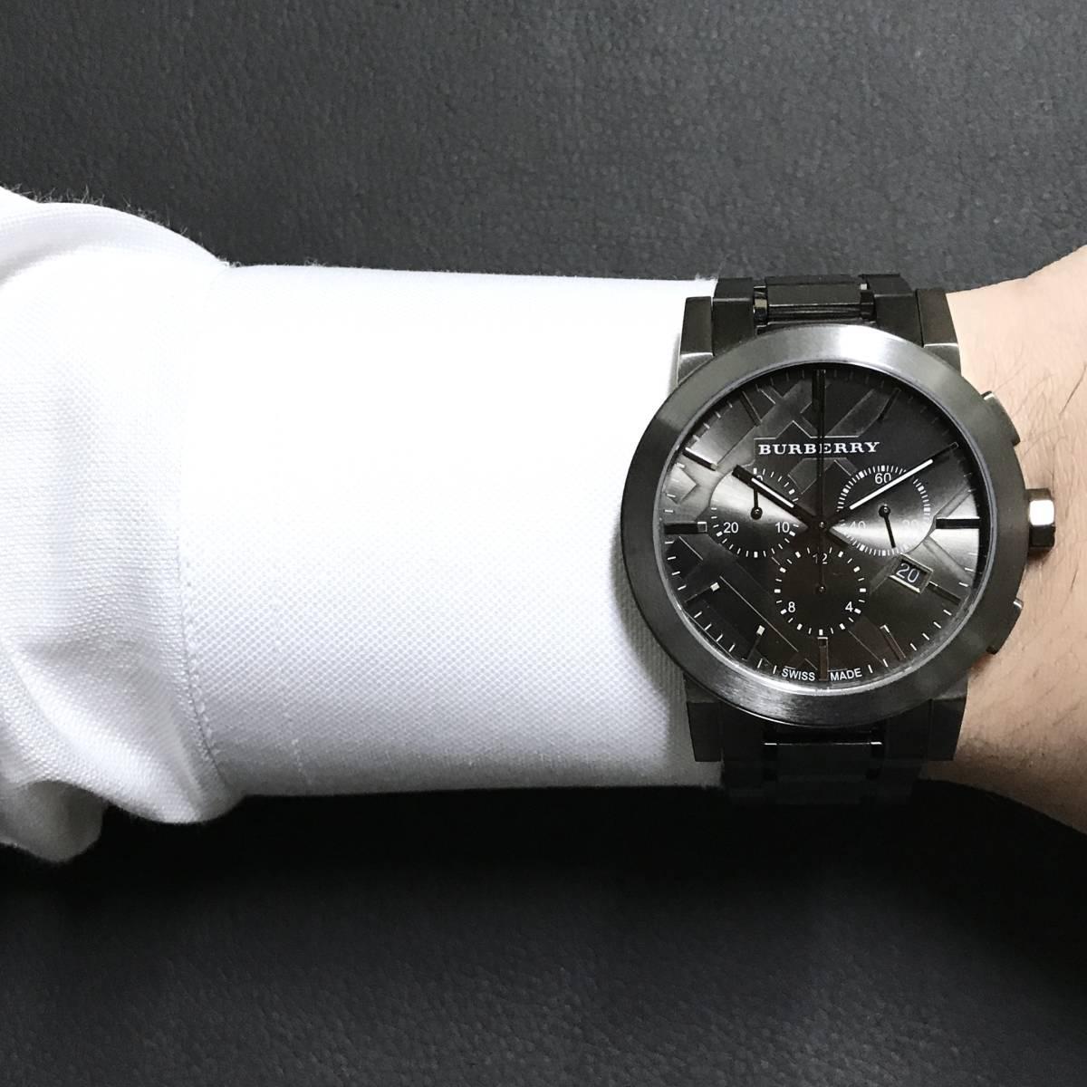 ブラックの時計も男らしくてかっこいい