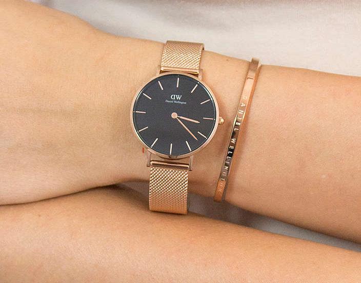 軽いメッシュベルトの時計